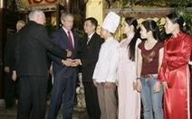 """Nhà hàng """"nội bất xuất, ngoại bất nhập"""" đón tổng thống Bush"""