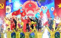 Xem clip các nghệ sĩ Việt hát quốc ca