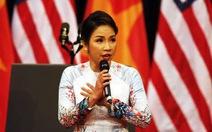 Tranh cãi quanh việc Mỹ Linh hát quốc ca chào mừng Obama