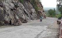 Đá lại lở, tiếp tục cấm đường lên núi Cấm