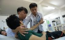 Trò chuyện với bác sĩ Minh bỏ giàu sang về quê khám bệnh