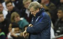 HLV Hodgson loay hoay với Rooney