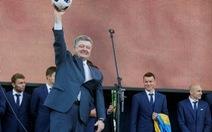 """Tổng thống Ukraine """"năn nỉ"""" Pháp cấp visa cho CĐV nhà"""