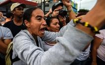 Dân Venezuelatràn vào siêu thị cướp đồ, một TPbị giới nghiêm