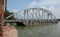 Thông tàu qua cầu Ghềnh vào 0g ngày 25-6