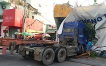 Xe container nổ lốp lao vào nhà dân giữa Sài Gòn