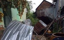Gần 300 nhà dân bị sập, tốc mái vì lốc xoáy