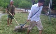 """Tuốt lúa bằng trục đá, công cụ """"độc"""" ở Hà Tĩnh"""