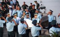Khen thưởng ngư dân tìm thi thể phi công Trần Quang Khải