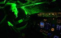 Hàng không thế giới khổ vì đèn chiếu laser