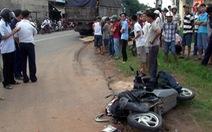 Xe tải va quẹt xe máy, một đại tá bị cán chết