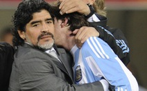 Maradona khuyên Messi ở lại đội tuyển