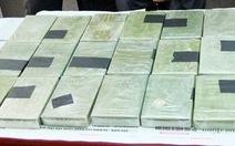 Truy tố 23 đối tượng mua bán hơn 1.400 bánh heroin