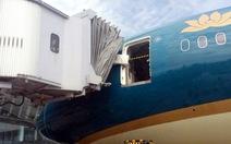 Va vào ống lồng, Boeing 787 của Vietnam Airlines hư cửa