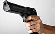 Giám đốc bị bắn trước chùa do mâu thuẫn cá nhân hoặc làm ăn