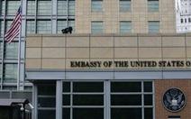 Clip nhà ngoại giao Mỹ, cảnh sát Nga vật lộn trên vỉa hè