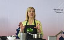 Anna Olsonmang phở bò, cà phê sữa đá lên tivi