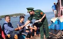 Hai người Trung Quốc ép ngư dân Việt tông tàu cá Việt