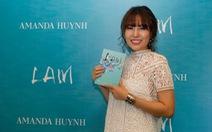 Amanda Huỳnh ra mắt sách với hoa hồng, rượu vang và nhạc Pháp