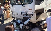 Xe khách tông nát năm xe máy, 7 người bị thương