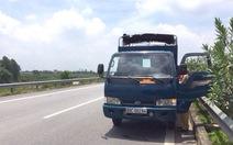 Bị CSGT truy đuổi, trộm bỏ xe trên đường cao tốc