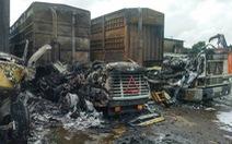 Ba xe rơ mooc cháy rụi khi đang đỗ trong cảng tại Hải Phòng