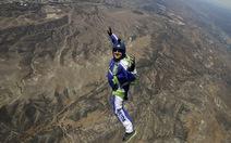 Cú nhảy không dù từ độ cao 7.600m