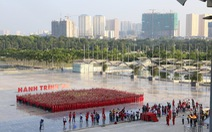 Hơn 2.500 bạn trẻ cùng xếp hình cờ Tổ quốc
