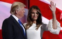 """Vợ bị đăng ảnh khỏa thân, ông Trump """"tỉnh như ruồi"""""""