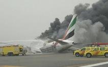 Máy bay chở275 khách bốc cháy khi hạ cánh tại Dubai