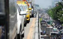 Kẹt xe kinh hoàng cửa ngõ sân bay Tân Sơn Nhất