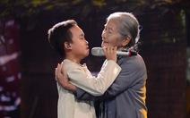 Hồ Văn Cường hát cùng mẹ nuôi Phi Nhung