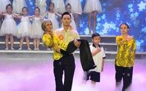 Anh Tú thắng giải Cười xuyên Việt nhờ tiểu phẩm tình mẹ