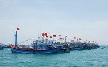 Cứu sống 4 ngư dân Phú Yên chìm tàu trên biển