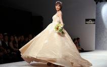 Xem áo cưới Hoa Thủy Tinh kết hợp giữa ren và đá