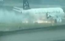 Động cơ cháy, máy bayQatar Airways hạ cánh khẩn
