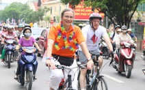 Các đại sứ cùng 1.000 bạn trẻ đạp xe vì cộng đồng LGBT