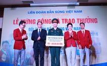 Trao thưởng 4,8 tỉ đồng cho xạ thủ Hoàng Xuân Vinh