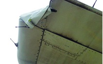 Nghi vấn máy bay Vietnam Airlines rách cánh đuôi do va cột đèn