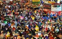 Sài Gòn mưa tầm tã, kẹt xe, ngập nặng nhiều nơi