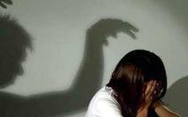 Cụ ông 70 tuổi cưỡng bức cô gái bệnh tâm thần