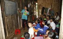 Cô Tiên mở lớp học miễn phí giữa rừng