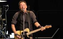 Bruce Springsteen hăng say trong buổi hòa nhạc kéo dài 4 tiếng