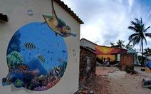 Đi ngắm bích họa ở làng chài Trung Thanh