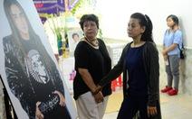 Nghệ sĩ rơi lệ thắp hương viếng Minh Thuận đến nửa đêm