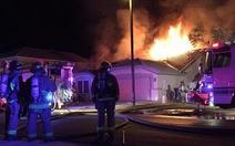 Clip máy bay cháy giữa trời,5 người thoát chết trong gang tấc