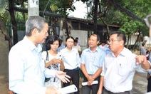 Ông Lê Văn Khoa thị sát hệ thống thoát nước quận 2