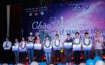 Thủ khoa Đại học Y Hà Nội nhận học bổng từ Nhất Nhất