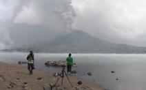Đi xem núi lửa Indonesia, hàng trăm du khách mắc kẹt bất ngờ