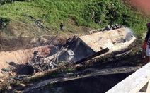 Xe container lao xuống vực cháy nổ, tài xế chết